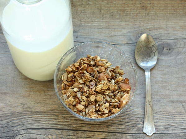 recipe for homemade almond flax granola | writes4food.com