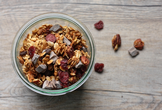 chocolate cranberry pecan granola recipe | writes4food.com