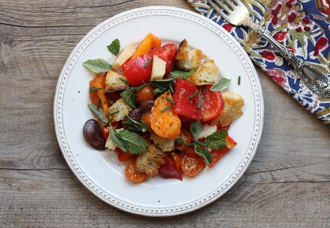 heirloom tomato and bean panzanella salad recipe | writes4food.com