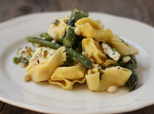 tortellini with spring vegetables | writes4food.com