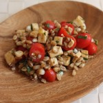 Whole-grain salad with tomatoes, corn and smoked mozzarella