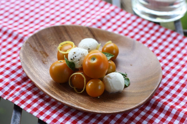 best tomato mozzarella salad with lemon zest | writes4food.com