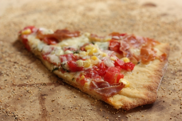pizza recipe with fresh corn and tomatoes | writes4food.com