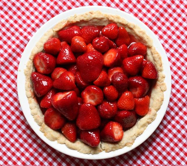 easy glazed strawberry pie recipe   writes4food.com