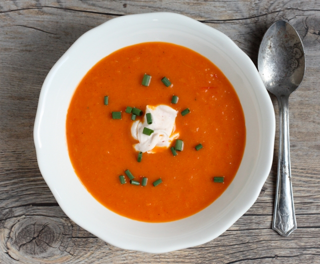 easy low-calorie roasted carrot-bell pepper soup recipe | writes4food.com